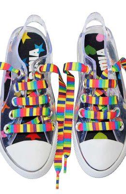 Silliconen schoenen waar je goed doorheen kunt kijken.