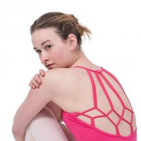Roze balletpakje met knoopjes op de rug